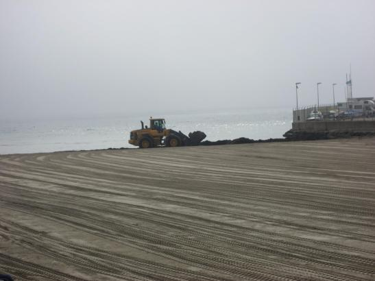 An der Cala Estància wird zurzeit neuer Sand aufgeschüttet.