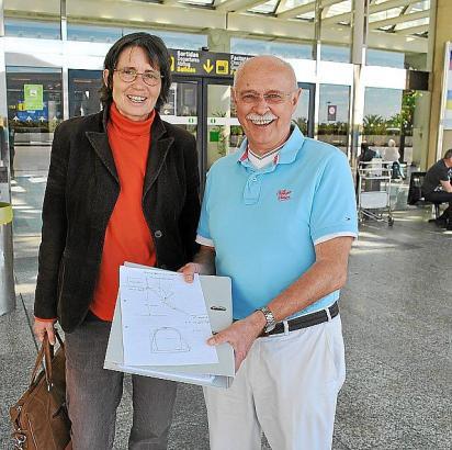 Waren mit dem ersten Gespräch mit der Flughafenleitung zufrieden: Maxi Lange von Baldea und Dietrich Behnke.