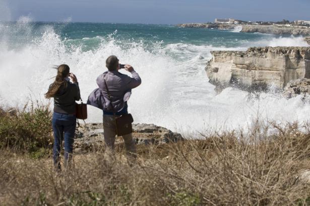 Starker Wind und hohe Wellen wie auf diesem Archivfoto sind am Samstag an der Ost- und Nordküste von Mallorca zu erwarten.
