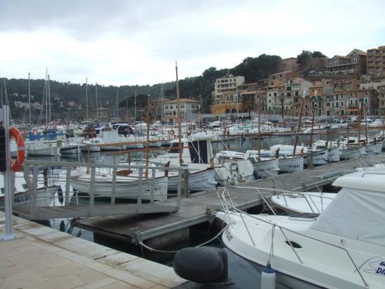Die Liegeplätze in den balearischen Sporthäfen, wie hier in Port de Sóller, sind knapp und begehrt.