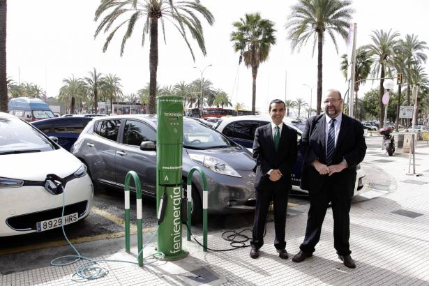 Der balearische Wirtschaftsminister Joaquín García mit dem Generaldirektor der Energiebehörde Jaime Ochogavia.
