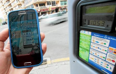 """Mit der App """"Telpark"""" kann man das Parkticket per Smartphone lösen."""