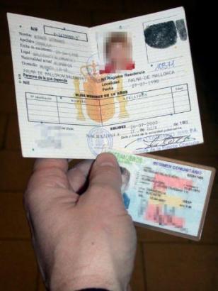 Der Residentenausweis mit Foto soll  wieder eingeführt werden.