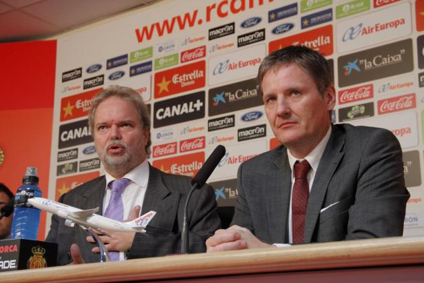 Michael Blum (r.) am Tag seiner Amtsübernahme am 14. Januar mit dem deutschen Vorstandsmitglied Utz Claassen.