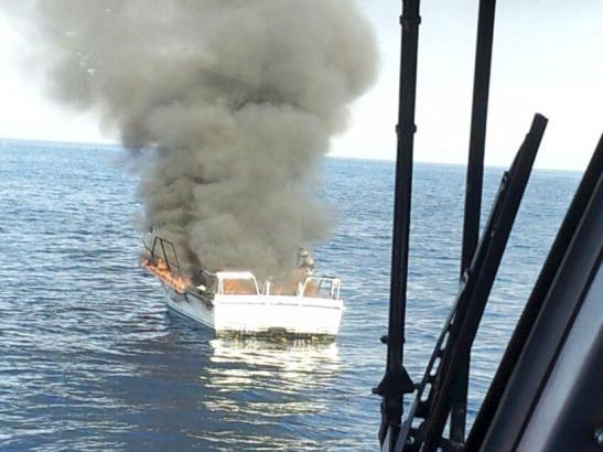 Das Boot brannte komplett aus.