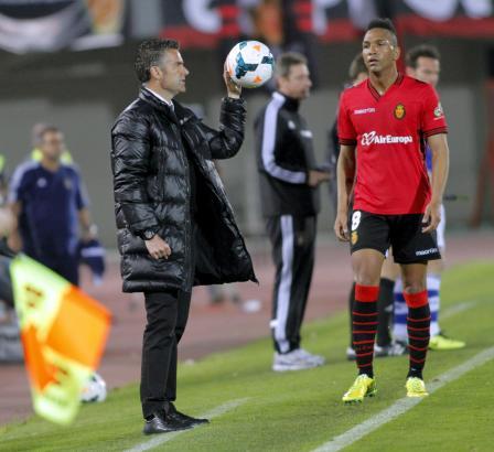 Lluis Carreras (l.) hat bislang noch keine Erfolgsgeschichte bei Real Mallorca geschrieben. Rechts: Emilio Nsue.