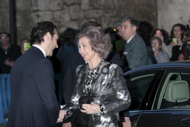 Balearen-Präsident José Ramón Bauzá begrüßt die Königin in Palma.