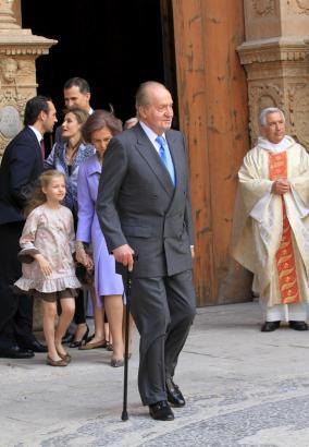 König Juan Carlos war auf einen Gehstock angewiesen.