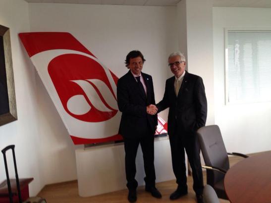 Bürgermeister Mateo Isern und Air-Berlin-Vorstand Wolfgang Prock-Schauer kamen am vergangenen Freitag in Deutschland zusammen.