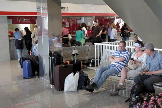 Mit Wartezeiten wie auf diesem Archivfoto muss heute an Mallorcas Flughafen Son Sant Joan gerechnet werden.