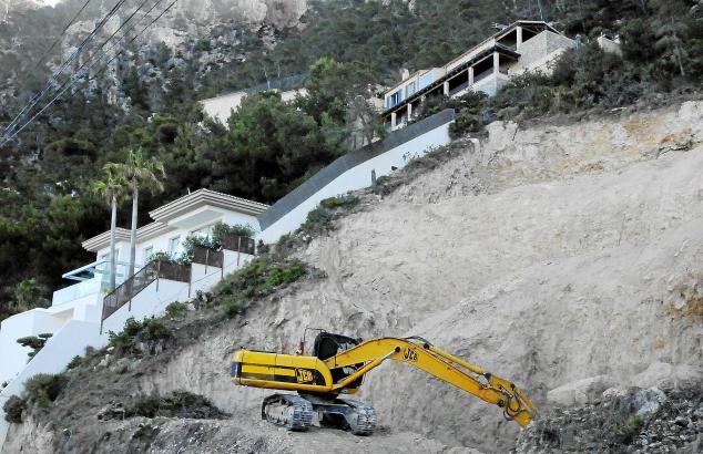 In der Cala Llamp wird permanent gebaut. Die Anwohner können ihre Terrassen zu bestimmten Zeiten nicht nutzen.