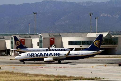 Das Archivbild zeigt zwei Ryanair-Maschinen am Airport Palma.