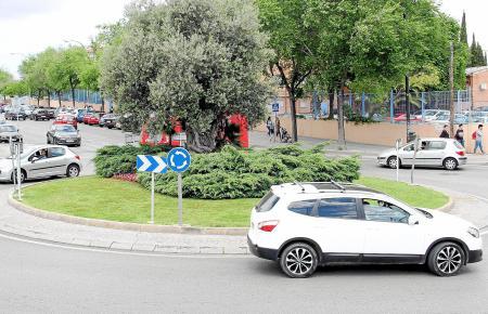 Wer hat Vorfahrt? Die ewige Frage im Kreisverkehr wird besonders knifflig, wenn man einmal reingefahren ist.
