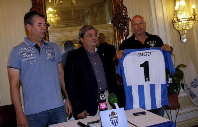 Ingo Volckmann (r.) mit Atlético-Präsident Toni Garau (Mitte) und seinem Repräsentanten Guido König (l.).