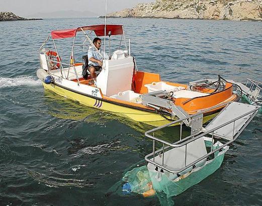 So oder so ähnlich sehen die insgesamt 33 Boote aus, die in diesem Jahr den Müll und Quallen aus balearischen Gewässern fischen