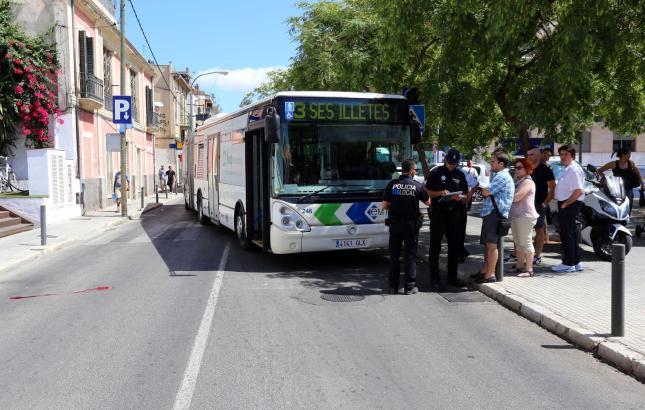 Die Polizei befragte nach dem Unfall Zeugen des Geschehens.