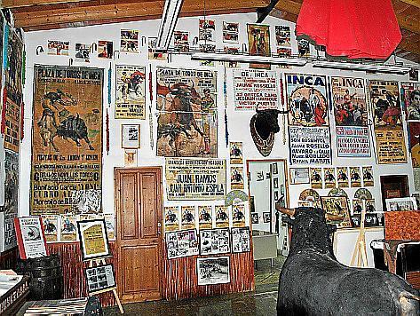 Blick in das Stierkampf-Museum in der Arena von Inca auf Mallorca.