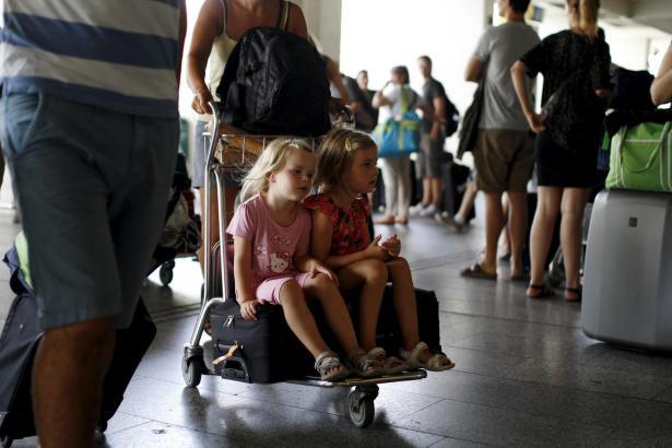 Müssen nun doch nicht mit einem Koffer-Chaos rechnen: Passagiere am Airport.