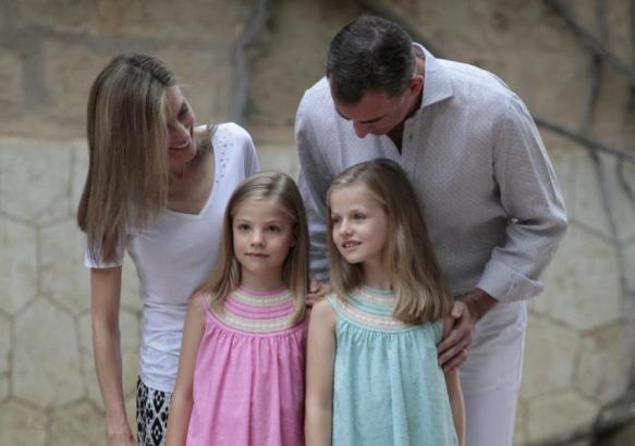 Zeigten sich volksnah und freundlich: Felipe, Letizia und die beiden Töchter.