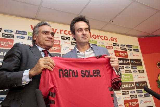 Erst im Juli war Miquel Soler (r.) als neuer Trainer präsentiert worden.