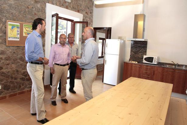 Der offiziellen Einweihung wohnte neben Bürgermeister Antoni Solivellas (rechts) auch Ministerpräsident José Ramón Bauzá (links)