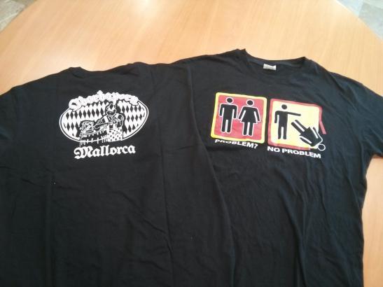 Das Hemd mit der umstrittenen Botschaft. Hinten ist offenbar der Name des Lokals aufgedruckt. Foto: Més per Mallorca