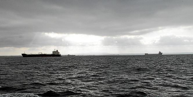 Graue Wolken über dem Meer vor Palma. Dort fielen am Mittwoch über der See sogar ein paar Tropfen Regen.