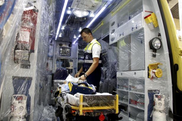Drei Rettungswagen wurden komplett mit Plastikplane ausgekleidet – für den Fall der Fälle.