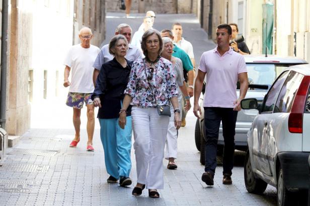 Rundgang durch die Altstadt: Doña Sofía mit ihrer Schwester Irene.