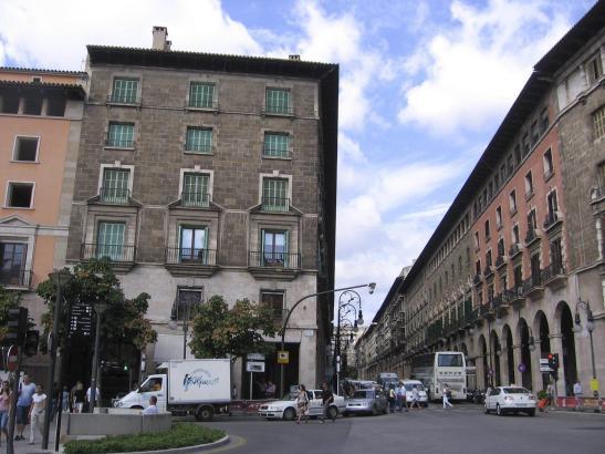 Derzeit rauscht der Verkehr noch ungehindert durch die Einkaufsstraße Jaume III.