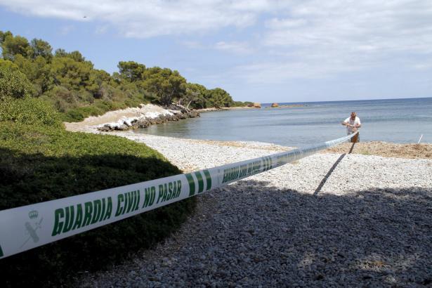 Die Frauenleiche trieb am Strand von Aucanada im Wasser.