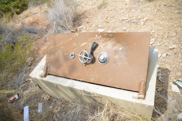 Der tonnenschwere Panzerschrank wurde halbverrostet bei Calvià aufgefunden.