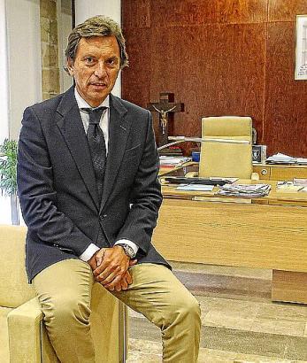 Isern in seinem Büro im Rathaus: Noch ist unklar, ob er wieder als PP-Kandidat antreten darf.