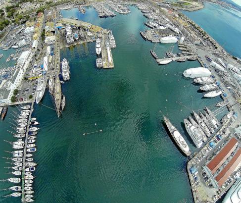 Mallorcas Werften sind im Hafen von Palma angesiedelt. Links im Bild sind Astilleros de Palma zu sehen, rechts das Werksgelände
