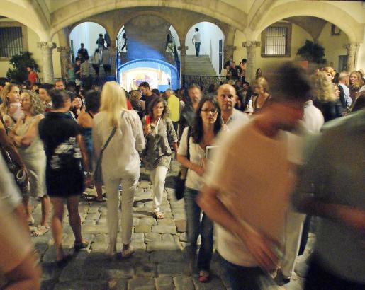 In der Kunstnacht ist das Casal Solleric am Paseo del Borne ein beliebter Treffpunkt.