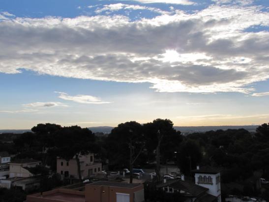Sonne-Wolken-Mix: So zeigte sich am Dienstagmorgen der Himmel über Can Pastilla an der Playa de Palma.