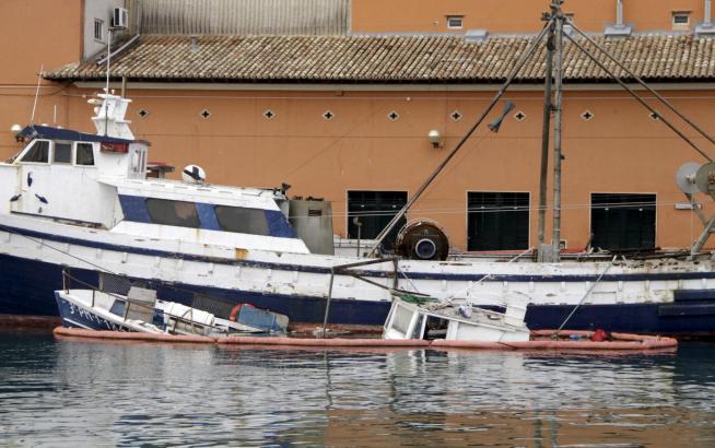 """Die """"Tehu"""" sank am Mittwoch an der Hafenmole von Palma de Mallorca."""