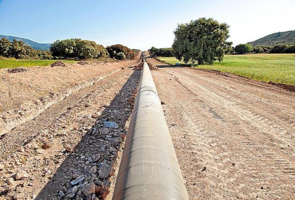 Die Arbeiten sind schon weit vorangeschritten. Von den Autobahn Palma-Peguera aus sind die Bautrassen weithin sichtbar.