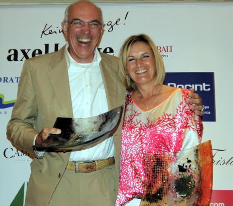 Freude bei der Siegerehrung im Dorint-Hotel: Jürg Walker und Jutta Roth sind die Brutto-Champions der MM-Golftrophy.