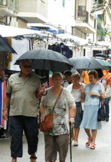Dienstag heißt es vorübergehend: Regenschirme rausholen. Ab Mittwoch wird es wieder sonniger.
