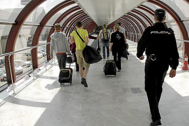 Die Tatverdächtigen waren bei einer Polizeikontrolle am Flughafen von Palma (Archivfoto) aufgefallen.