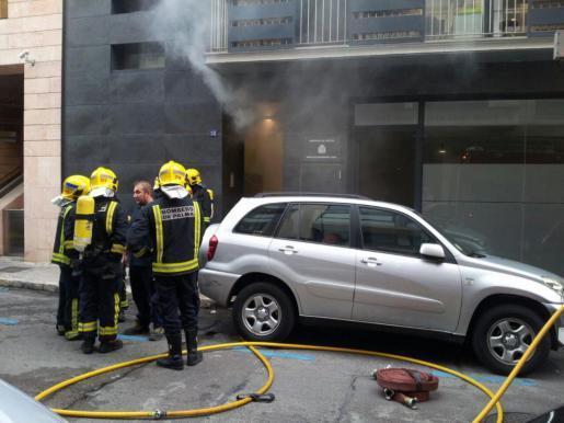 Feuerwehrmänner beim Einsatz.