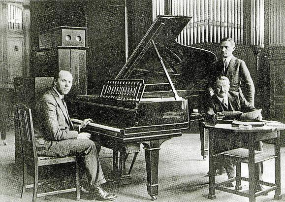 Achtung Aufnahme: Der Pianist Walter Gieseking sowie Karl Bockisch und Edwin Welte.
