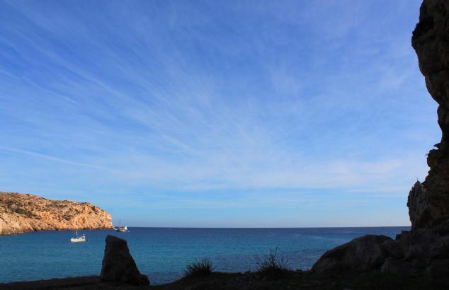 Blauer Himmel, blaues Meer, wenig Wolken: So siehr es dieser Tage auf Mallorca aus (wie am Donnerstag an der Cala de Sant Vicens