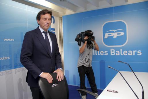 Bürgermeister Maeto Isern unmittelbar vor der Pressekonferenz in der Parteizentrale der PP in Palma.