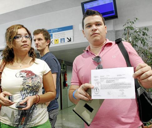 REPORTAJE SOBRE LA APLICACION DE LA NUEVA NORMATIVA DEL DESCUENTO CON EL CERTIFICADO DE RESIDENTE