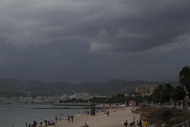 Ein Sturm wird kommen: So könnte es am Dienstag in Palma aussehen.