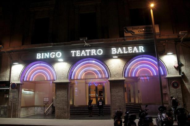 Steht weiterhin leer: Das ehemalige Bingo Teatro Balear an Palmas Stadtmarkt Olivar.