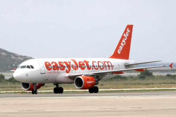 Easyjet-Maschine auf Ibiza.