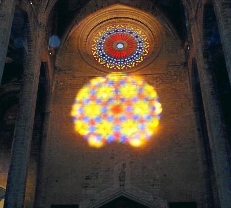Wer das Lichtschauspiel in der Kathedrale am Dienstag, 11. November, erleben will, sollte bereits um 8 Uhr dort sein.
